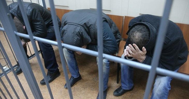 В Астрахани за хладнокровное убийство судят троих волгоградцев