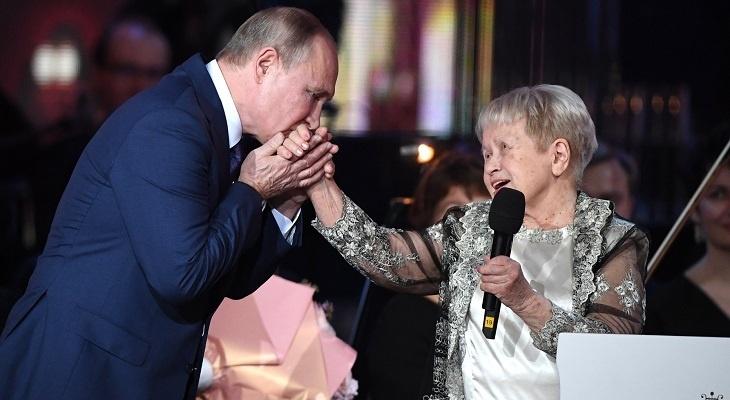 В сквере имени Пахмутовой в Волгограде поселится «Девочка с аккордеоном»