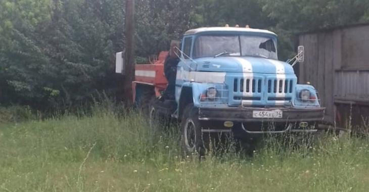 «Не дай Бог, заполыхает»: в безводном поселке Волгоградской области ржавеет пожарная машина
