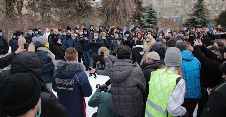Несовершеннолетние пришли на незаконную акцию протеста в Волгограде (ВИДЕО)