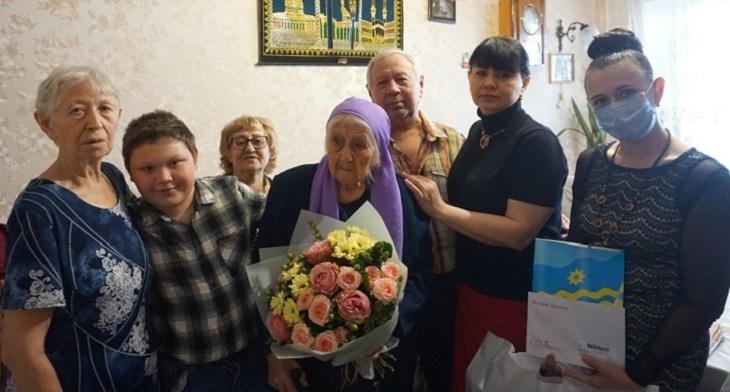 Жительницу Волжского поздравил со 100-летним юбилеем президент России