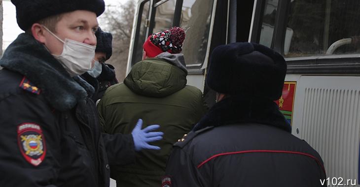 Нападали на полицейских: в Волгограде задержаны шестеро несовершеннолетних участников митинга