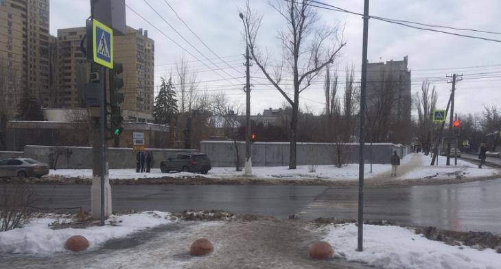 Женщина-водитель на «Инфинити» сбила пешехода в центре Волгограда